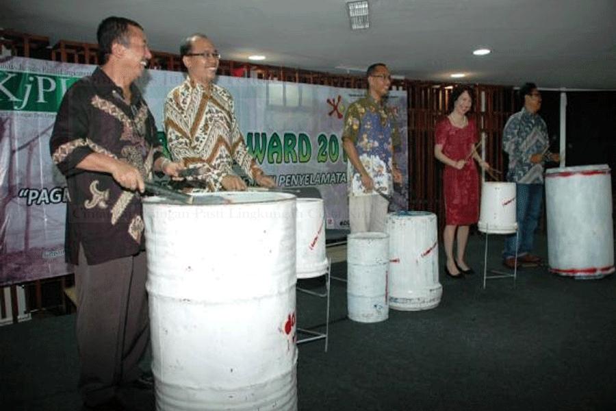 14 Lembaga Raih Pagebluk Award 2011
